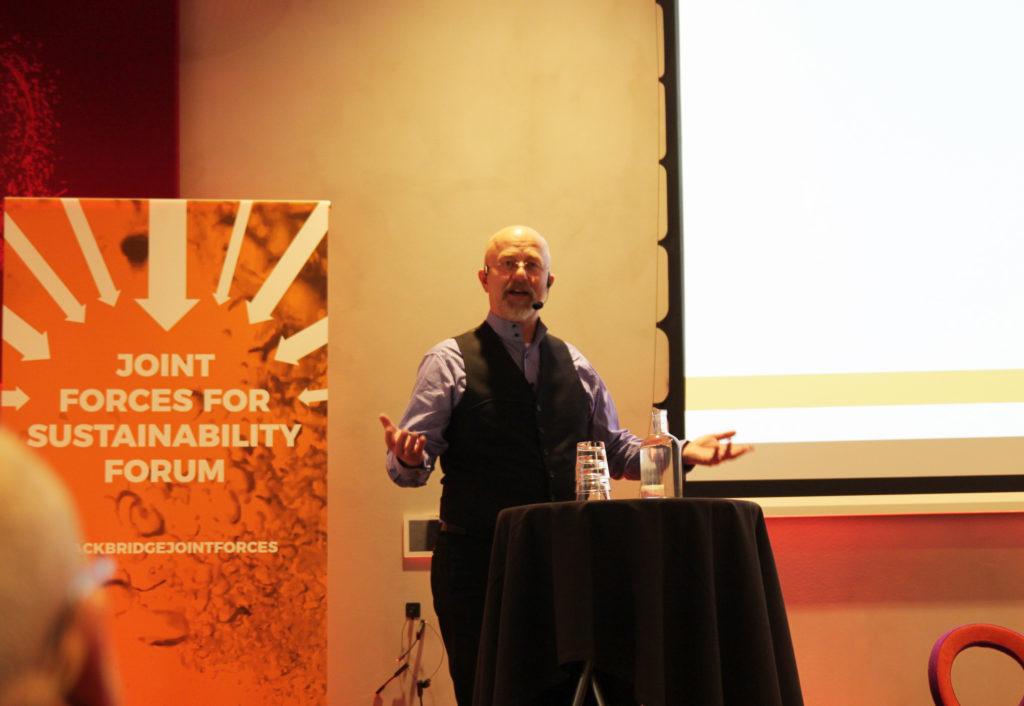 Arvid Sundblad från Fiskeby Board berättade om sin produktion. Fiskeby är enligt honom det enda pappersbruket i Skandinavien som tillverkar kartong från 100 procent återvunnen kartong.
