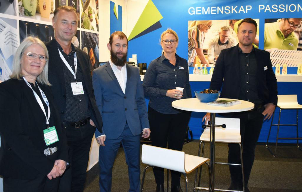 Från vänster: Karina Christiansen, Lennart Lilja, Jonas Engström, Liselott Widerström och Christopher Eek i Nordvalls monter.