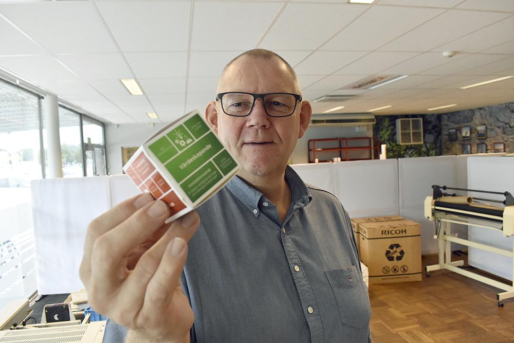 Lasse Sandberg, vd på KB Media håller låda.
